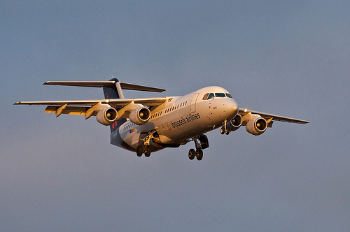 Brussels Airlines Avro RJ85, CC-BY-2.0, von daspaddy